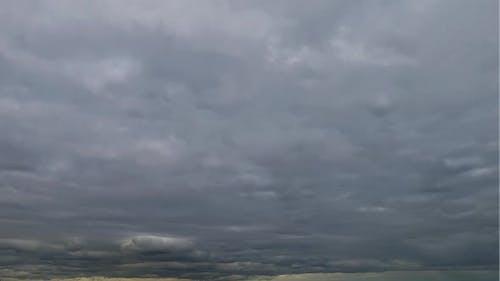 TIME-LAPSE: A Dark cumulus clouds