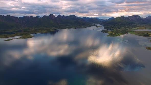 Thumbnail for Fliegen ins Wasser auf Vesteralen in Norwegen
