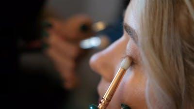 Makeup Artist Induces Eyelashes with a Brushmascara