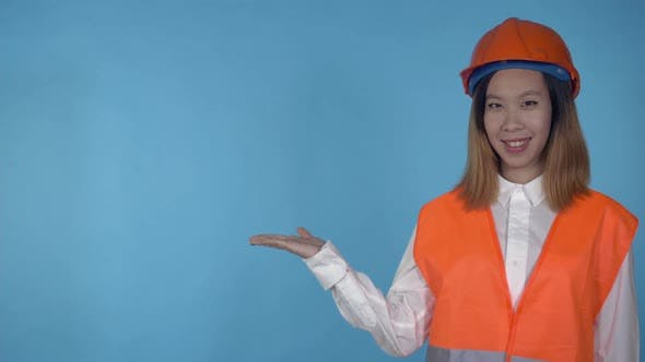 Korean Female Builder Shows on Copy Space