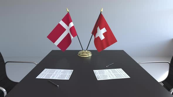 Thumbnail for Flaggen von Dänemark und der Schweiz und Papiere