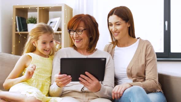 Cover Image for Mother, Daughter and Grandmother with Tablet Pc
