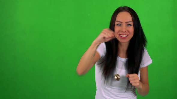 Cover Image for Young Pretty Woman Does Box - Green Screen - Studio