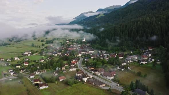 Thumbnail for Österreichisches Dorf unter den Wolken