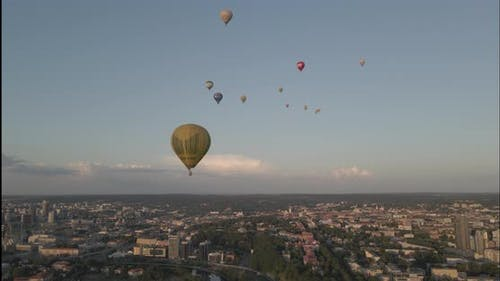 Baloons Over The Cityscape And River 4 K 60fps