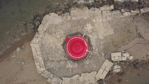 Drohne Blick Oben auf Red Roof of Sea Lighthouse am Rande Seaside
