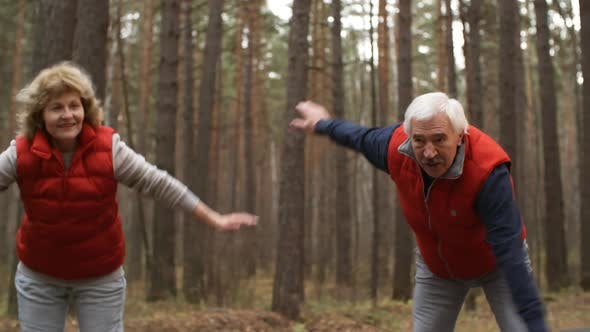 Cover Image for Pair of Seniors on Outdoor Physical Training