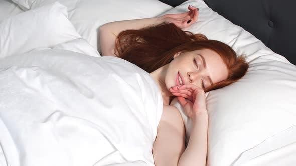 Thumbnail for matin réveil des jeunes belle fille