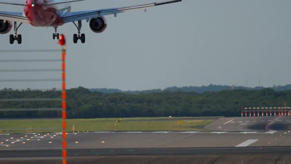 Thumbnail for Airplane Landing in Dusseldorf