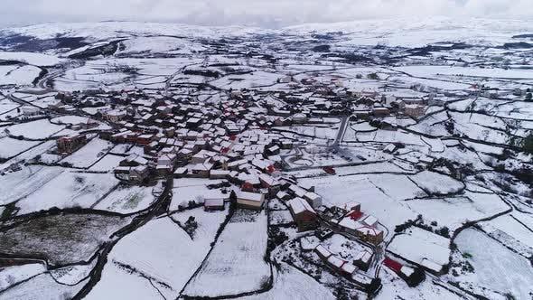 Xmas Village Snowing