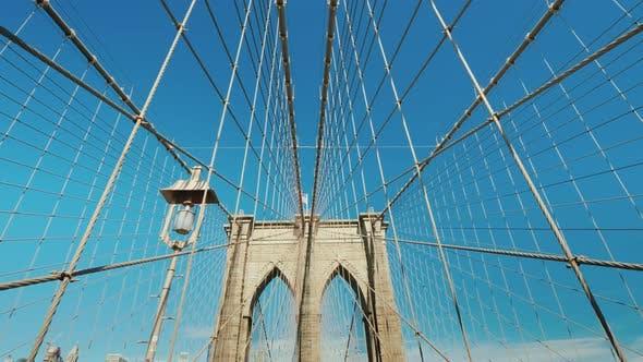 Прогулка по Бруклинскому мосту, вид от первого лица
