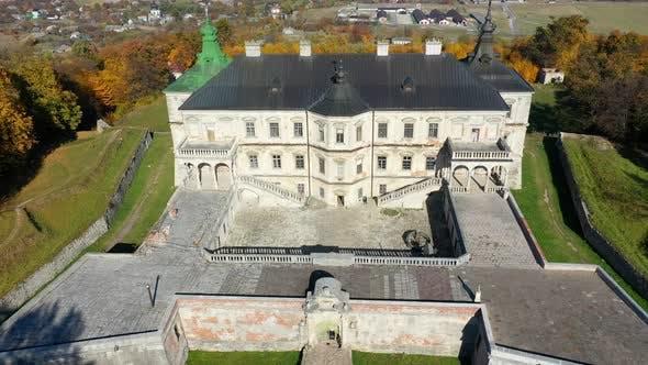 Thumbnail for Luftaufnahme von Geisterburg von Pidhirtsi, Ukraine