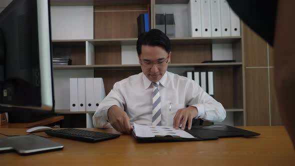 Businessman Boss appreciate the secretary for success business chart