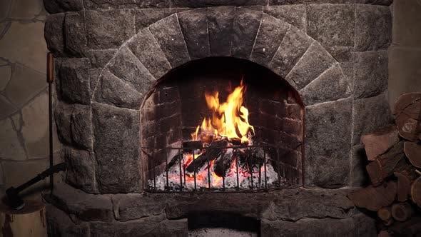 Brennendes Feuer im Kamin