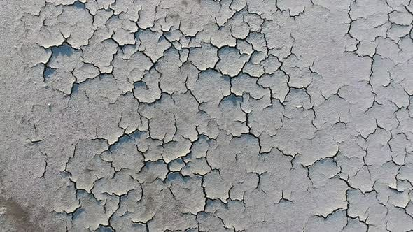 White Mud Crack