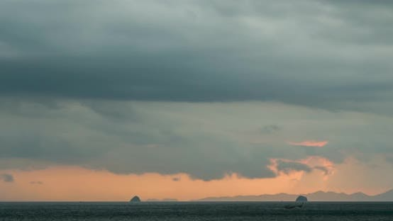 Thumbnail for Time-lapse of Light Rays Over the Sea or Ocean at Sunset. Hot Summer Weather at Tropical
