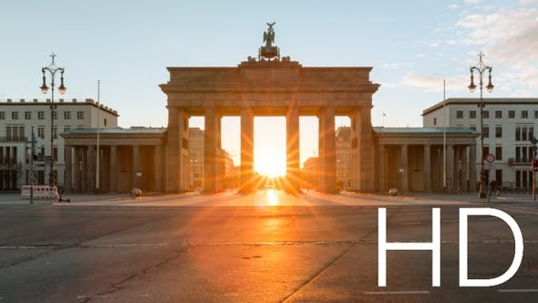 Sun rising timelapse behind the Brandeburg Gate in central Berlin in HD