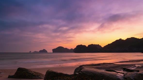 Cover Image for Time lapse Cat Ba tropical beach romantic sunset dramatic sky Ha Long Vietnam