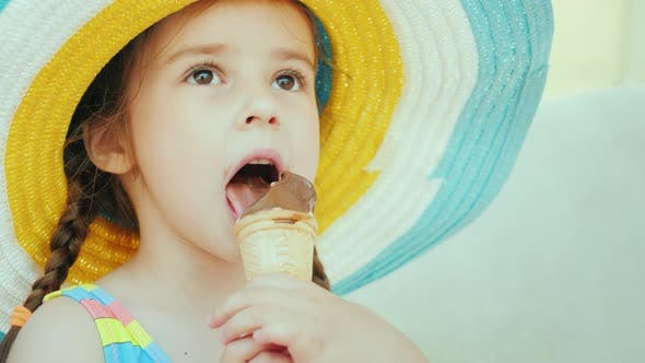 Cover Image for A Cute Girl with Pigtails Is Eating Ice Cream