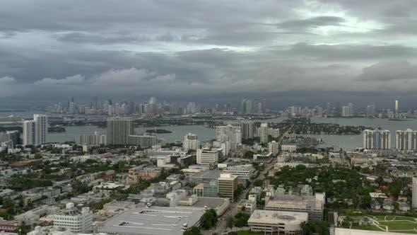 Schwere Stürme Dunkle Dicke Wolke Bewölkt Miami Florida Usa Aerial 4k Video