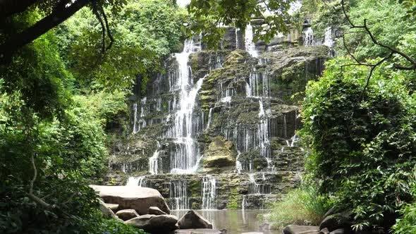 Thumbnail for Kleiner Wasserfall rund um die Kalandula-Fälle