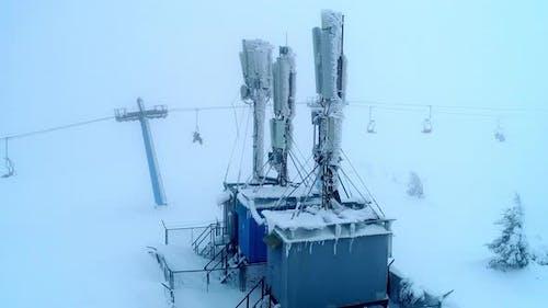 Fliegen Sie über mobile Basisstation in der Nähe von Slic-Lift