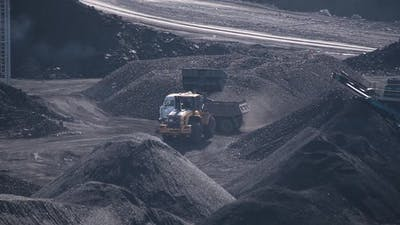Panorama Loader Loads Coal Into a Truck