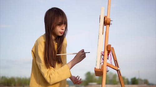 Impressionist Painter is at One with Nature