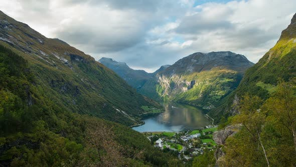 Thumbnail for Autumn Video from Geiranger Fjord