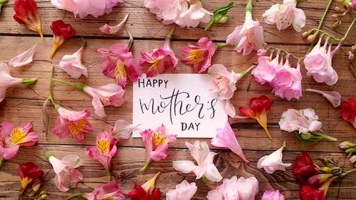 HAPPY MOTHERS DAY card on a wooden table top view