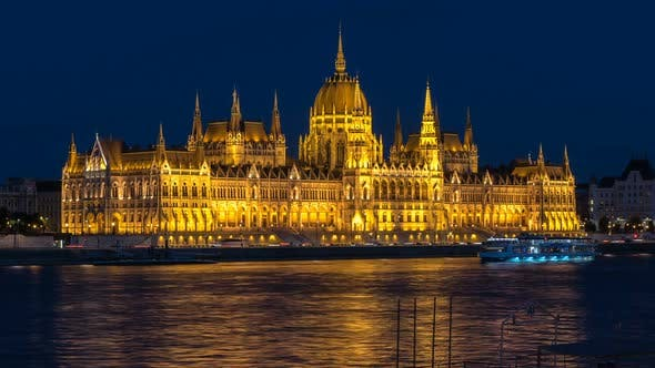 Thumbnail for Budapest Skyline Time Lapse