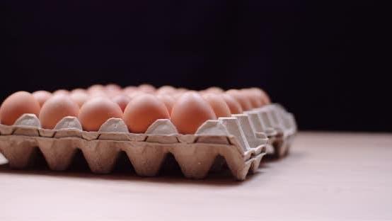 Thumbnail for Eggs Extruder voller frischer Eier auf schwarzem Hintergrund