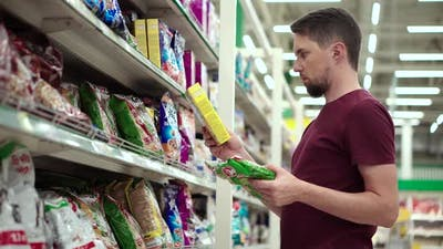 Buying Dry Food for a Pet