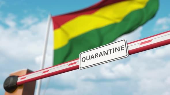 Eröffnung Barriere mit QUARANTÄNE-Zeichen bei der bolivianischen Flagge