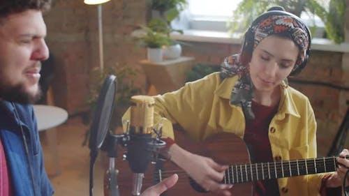 Musique Duo Chant avec Accompagnement de Guitare en Studio