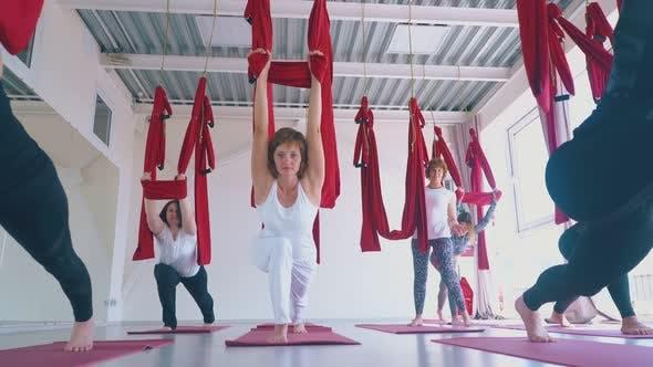 Sportsmen Group Practice Oriental Fly Yoga Warrior Asana
