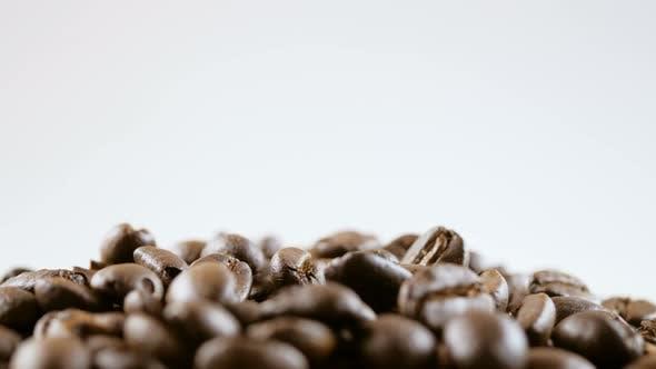 Thumbnail for Kaffeebohnen auf weißem Hintergrund