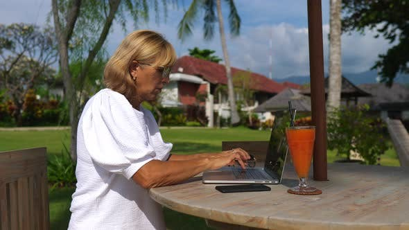 Working Remotely on Tropical Holidays