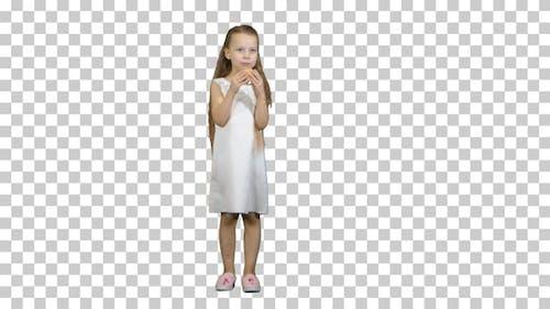 Kleines Mädchen mit grünem Apfel, essen es, Alpha Channel