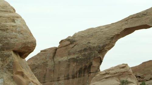 Panning shot of Skyline Arch.