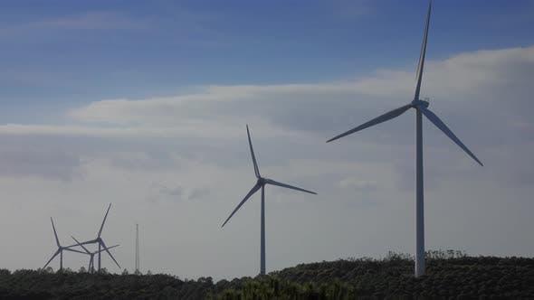 Thumbnail for Windmühlen oder Windkraftanlagen in Rotation