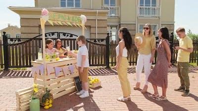 Outdoor Lemonade Market