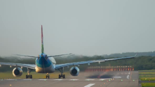 Cover Image for Airplane Accelerate Before Departure