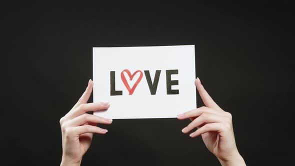 Liebeszeichen Romantische Botschaft in Händen