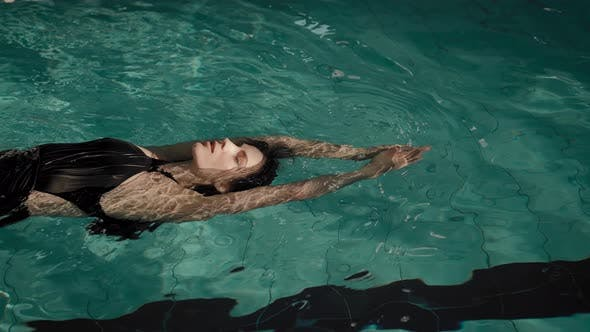 The Woman Swims in the Pool