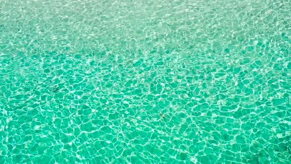 Thumbnail for Transparentes Türkis Meerwasser, natürlicher Hintergrund.