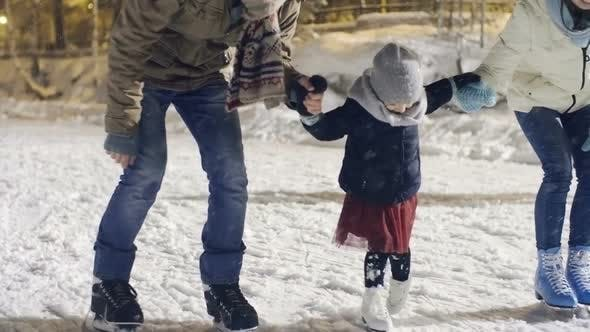 Cover Image for Parents Teaching Daughter to Ice Skate