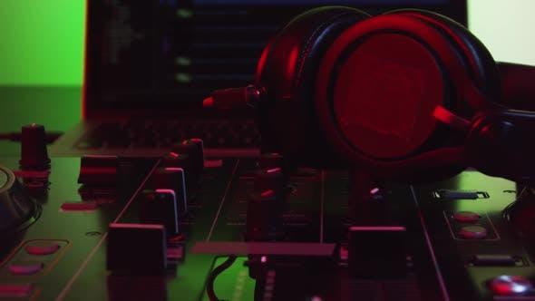 DJ Controller with Headphones 24