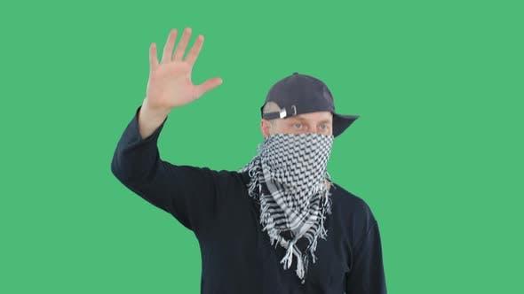 Thumbnail for Aggressiver Demonstrant, der während Aufruhr oder politischem Protest Hand hebt