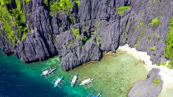 Cover Image for Tourist Boats and Karst Scenery at Secret Lagoon Beach in Miniloc Island, El Nido, Palawan